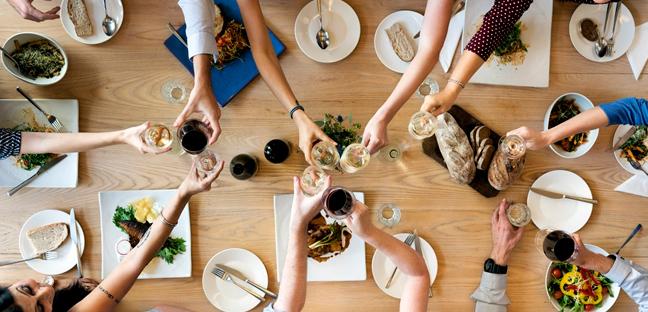 Etiqueta à mesa faz parte de sua imagem pessoal, você conhece as regras?